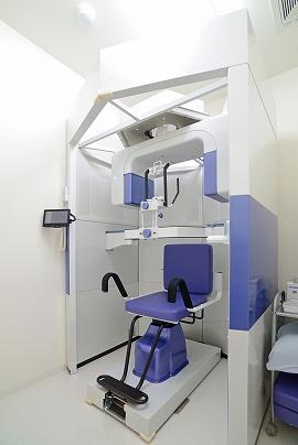 当院はかかりつけのホームドクターとして、より安全に、正確な歯科治療を行うため、CTなどの最新機器を導入しています