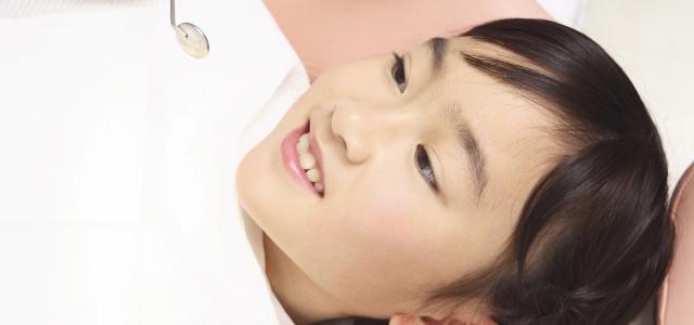 当院には、ただ遊びに来てくれる子どもたちが何人もいます。子どもにとって歯科医院が「行きたくない場所」になってしまっては、永久歯に生え変わる大事な時期をしっかり守っていくことができません