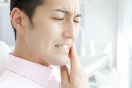 口内炎はたいていの場合、1週間程度で治ります。もしそれ以上経っても治らないようでしたら、早めにご来院ください。滅多にあることではありませんが、癌の可能性もゼロではないのです。谷野歯科医院ではきちんと検査を行いますのでご安心ください
