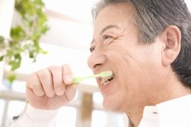 両隣の歯が健康である場合、谷野歯科医院ではブリッジを強くおすすめはしていません